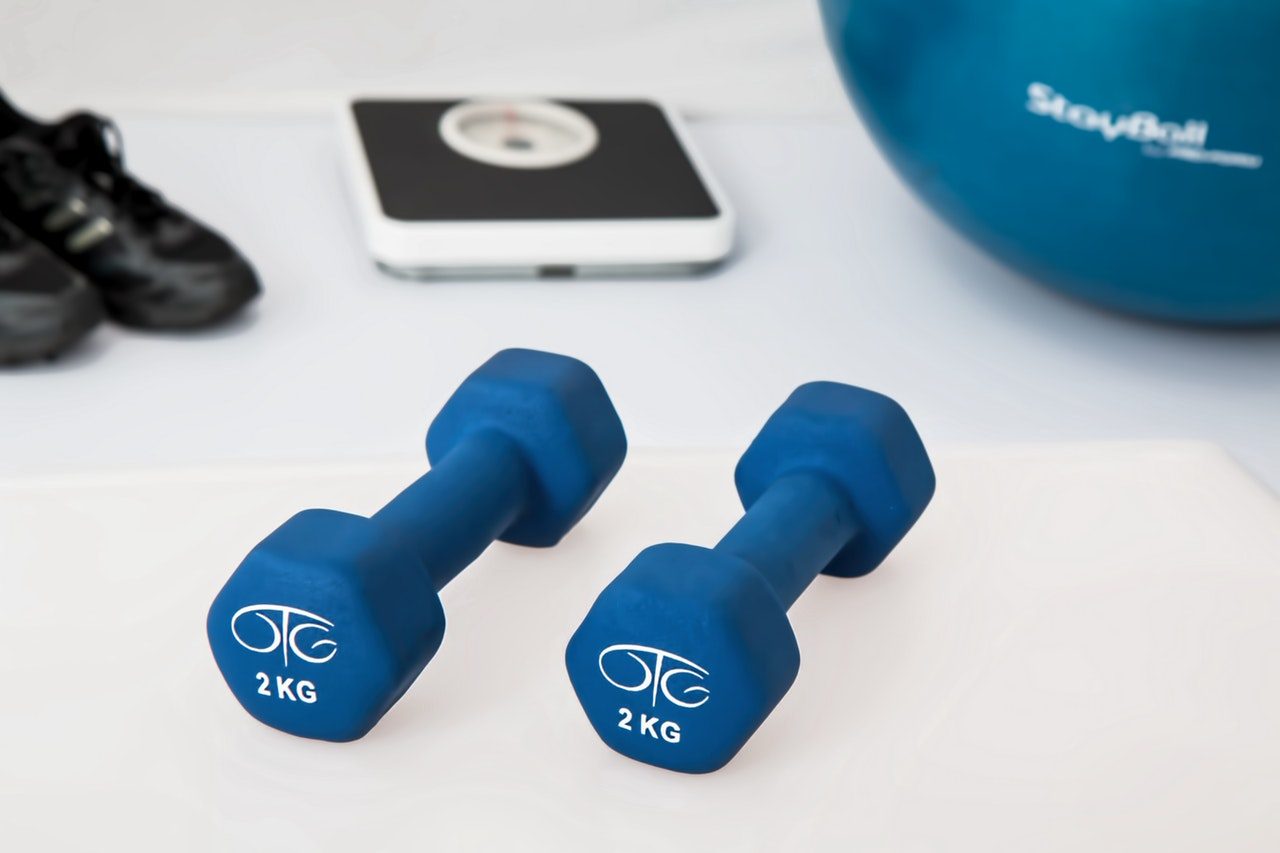 physiotherapy-weight-training-dumbbell-exercise-balls-39671 (1)